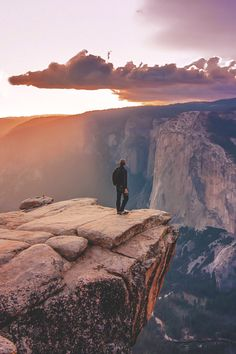 Yosemite - One of the most beautiful places to visit. I want to go places that make me realize how small me and my problems are in the grand scheme of things. Oh The Places You'll Go, Places To Travel, Places To Visit, Travel Destinations, Photos Voyages, Parcs, Adventure Is Out There, Belle Photo, The Great Outdoors