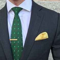 252e1af6b1bd Christmas is coming. Deck your suits with holiday style. Mode De Vacances,  Cravate