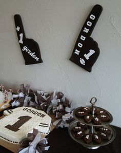 With the Super Bowl coming, here is a fun way to root for your team with very little time, money and effort. Make a bunch of tissue pom poms like I did for Gordon's Football 1st Birthday and scatter them around to show some spirit. Read on to learn how to make simple tissue pom poms and then stay