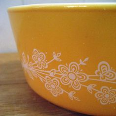 I love these old school Pyrex designs.