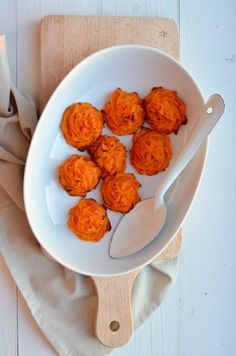 Duchess Sweet potatoes - i'd like to do this with brown butter and bacon praline topping Sweet Potato Oven, Sweet Potato Recipes, Healthy Food Swaps, Good Healthy Recipes, Healthy Diners, Good Food, Yummy Food, Western Food, Happy Foods