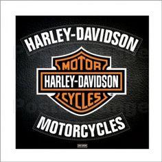 Fahrer verbinden mit Motorrädern und Rollern oftmals ein bestimmtes Lebensgefühl. Auch ein Kunstposter der Kultmarke Harley Davidson im eigenen Zuhause verbreitet eine besondere Atmosphäre die an diesen Lifestyle erinnert.