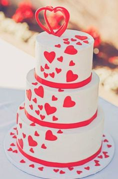 Heart wedding cake - would be perfect for a Valentine's Day wedding Pastel Wedding Cakes, Heart Wedding Cakes, Amazing Wedding Cakes, Wedding Cupcakes, Fondant Cakes, Cupcake Cakes, Bolo Floral, Different Wedding Cakes, Fresh Flower Cake