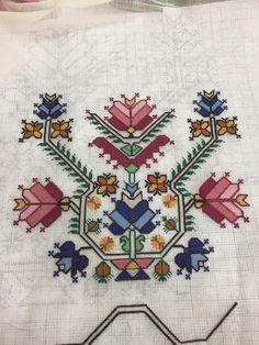 Butterfly Cross Stitch, Mini Cross Stitch, Cross Stitch Embroidery, Hand Embroidery, Cross Stitch Patterns, Organic Art, Needlepoint Designs, Baby Knitting Patterns, Needlework