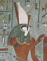 HORUS (Haroeris, Harpocrates, Harsiesis, Re-Harakhty) - o deus falcão, originalmente o deus-ceu, identificado com o rei enquanto fosse esse vivo. Melhor conhecido como o filho de Osiris e Isis. Horus foi também o vingador de seu pai Osirius, morto por Set. O olho de Horus veio de um mito de suas batalhas onde Horus abriu mão de seu olho direito em batalha. Desde então o Olho de Horus tem sido usado para representar forca, vigor, e auto-sacrificio....
