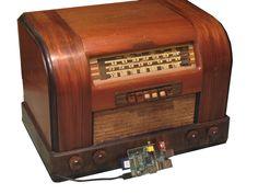 Raspberry Pi radio time machine. Build your own! http://makezine.com/projects/raspberry-pi-radio-time-machine/