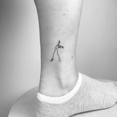 Continuous line dancer tattoo on the ankle. - Continuous line dancer tattoo on the ankle. The Effective Pictures We Offer You About tattoo arm A - Tattoo On, Piercing Tattoo, Back Tattoo, Piercings, Line Art Tattoos, Body Art Tattoos, Small Tattoos, Tattoos For Guys, Tattoo Ideas