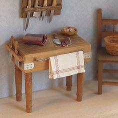 Table chopping - Artisans Felipe Royo. Miniatures for Dolls Houses