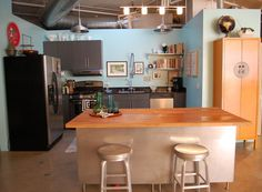 """♥ the industrial ceiling with a very """"normal"""" kitchen... looks like a tv set! I want the blue walls as a background for my red Coca-Cola decor!!"""