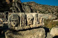 """Eskiden """"Işık Ülkesi"""" olarak adlandırılan bu bölgede, antik kentler doğa ile adeta iç içedir."""