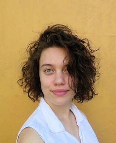 The best collection of Short Curly Hair Styles for Women Short Permed Hair, Short Curly Hairstyles For Women, Haircuts For Curly Hair, Curly Hair With Bangs, Best Short Haircuts, Curly Hair Cuts, Long Curly Hair, Hairstyles With Bangs, Short Hair Cuts