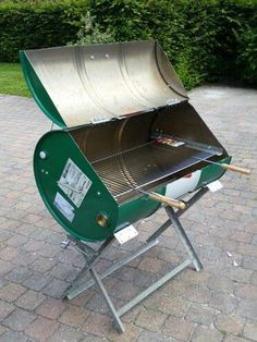 Recycling oil barrels into a braai has been a South African tradition for many y. - Recycling projects on Home-Dzine - Outdoor Oven, Outdoor Cooking, Oil Drum Bbq, Oil Barrel, Barrel Bbq, Barrel Furniture, Ways To Recycle, Grill Design, Welding Projects