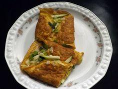 Omlet sa sirom je jelo za doručak, ručak, večeru ili pak predjelo. Sve ovisi o namirnicama koje stavite u njega. A zahvalan je pa možete staviti svašta :)