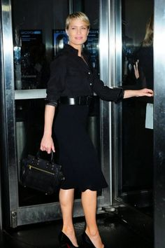 "Passage des perles: Strict style: Robin Wright's ""House of Cards"" wardrobe"