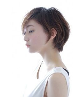 Growing out short hair Medium Short Hair, Short Hair With Layers, Girl Short Hair, Short Hair Cuts, Medium Hair Styles, Long Hair Styles, Short Sassy Haircuts, Short Hairstyles For Women, Cool Hairstyles