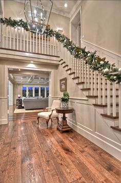 House painting designs and colors hall deck the halls and the foyer and the living room entryway paint home interior decorations pictures Style At Home, Future House, Christmas Staircase, Christmas Tree, Christmas Decorations, Stage Decorations, Simple Christmas, White Christmas, Traditional Staircase