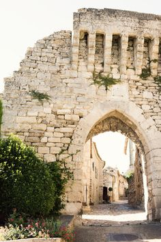 Lacoste, France | travel photography : Ruin