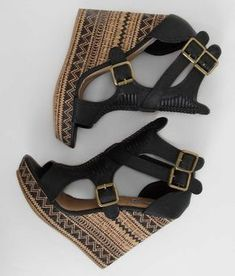 Show front image tribal fashion outfits, fashion shoes, zapatos shoes, women's shoes sandals Pretty Shoes, Beautiful Shoes, Cute Shoes, Me Too Shoes, Dream Shoes, Crazy Shoes, Wedge Shoes, Shoes Heels, Frauen In High Heels