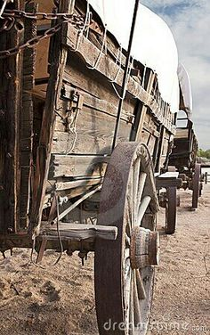 Old West Covered Wagon Train. Historic old Western covered wagons form a wagon t , Westerns, Old West, Ruée Vers L'or, Horse Drawn Wagon, Old Wagons, Into The West, The Lone Ranger, Covered Wagon, Chuck Wagon