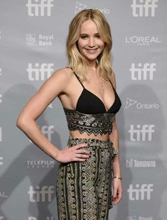 Jennifer Lawrence gets glam while promoting her new movie mother!, at the 2017 Toronto International Film Festival!press conference on Sunday (Sept in Toronto, Canada. Jennifer Lawrence Diet, Jeniffer Lawrance, Hunger Games, Jenifer Lawrens, Happiness Therapy, Jennifer Laurence, Weight Loss Workout Plan, Beautiful Celebrities, Girl Crushes