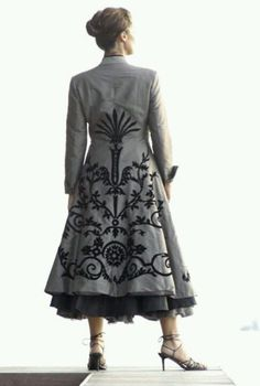 Embroidered coat. Now this one, I want. Shame I can't wear coats in the tropics...