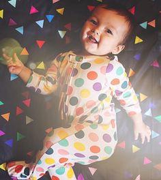 É sextaaaaaaaaa! Wuhooooo! Bem vinda sua linda! Ella boneca tambem adora! @danimotizuki Lençol TRI PRETO R$9970 berço ou R$14470 solteiro www.mooui.com.br by amomooui