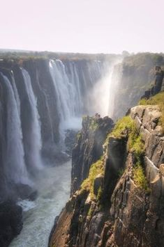 The smoke that thunders. A gorgeous image of Victoria Falls taken from the Zimbabwean side. #victoriafalls #vicfalls