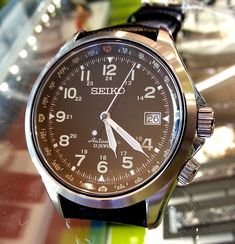 Seiko has discontinued a number of 6R15 models and at the same time released a couple of new models using the same movement. This time round, I had the opportunity to handle a recent model from the…