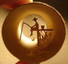 French painter/collage artist Anastasia Elias proves it with a tiny stage, it creates inside cardboard toilet paper tubes. Anastasia Elias did less art all over the place, inside a roll of toilet paper. Paper Cutting, Cut Paper, Toilet Paper Roll Art, Toilet Art, Cardboard Rolls, Cardboard Art, Licht Box, Pot Pourri, Tiny World