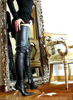 Now that's what I call crotch length, full-leg thigh boots!!