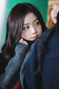 Your source of news on YG's biggest girl group, BLACKPINK! Please do not edit or remove the logo of any fantakens posted here. Blackpink Jisoo, Kim Jennie, Kpop Girl Groups, Korean Girl Groups, Kpop Girls, Yg Entertainment, K Pop, Black Pink ジス, Blackpink Members