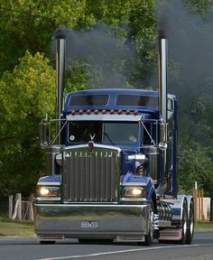 Kenworth blowing smoke