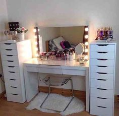 Square Mirror With Lights On Makeup Vanity Table With