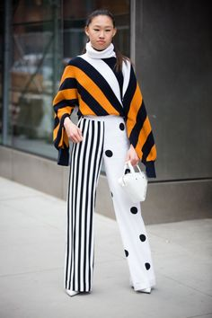 The best street-style looks in New York - - Trend Fashion, Look Fashion, Fashion Design, Weird Fashion, Fashion Images, Fashion 2018, Colorful Fashion, Fashion Fashion, Stripes Fashion