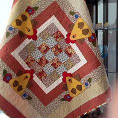 Toalha de mesa pra quem curte galinhas fuxicochiq  #handmade #patchwork