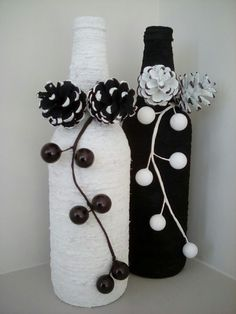 Bottles with Pinecones & Berries Glass Bottle Crafts, Wine Bottle Art, Painted Wine Bottles, Diy Bottle, Rabbit Crafts, Creation Deco, Bottle Painting, Mason Jar Crafts, Decor Crafts