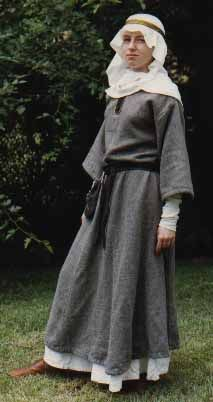 Medieval and Renaissance Dresses Anglo Saxon Clothing, Viking Clothing, Renaissance Clothing, Medieval Fashion, Medieval Costume, Medieval Dress, Historical Costume, Historical Clothing, Fashion History