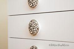 Antes y después de forrar una mesita de noche con vinilo en www.bricoydeco.com Decorative Boxes, Scrap, Diy, Home Decor, Ideas, Home, Shape, Dress, Home Decorations