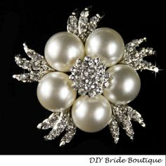 Large Pearl Brooch, Rhinestone Brooch, Crystal Brooch, Pearl Broach, Bridal Sash Pin, Wedding Accessory, Wedding Jewelry Beautiful brooch with large pearl pearls and clear crystals . You can add it to a hair-band, hair-clip, alligator clip, hair comb, sash, wedding ring bearer