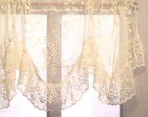1000 id es sur le th me rideaux de dentelle blancs sur pinterest rideaux de - Rideaux charme d antan ...