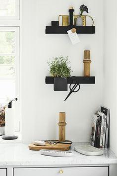 Multifuntional storage shelf Flex by Gejst. Regal Design, Room Decor, Wall Decor, Interior Decorating, Interior Design, Aesthetic Bedroom, Baskets On Wall, Cozy House, Kitchen Organization