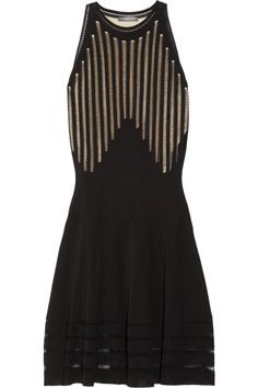 Si vous cherchez la robe de Jennifer Hudson au Grammy's... c'est une Alexander McQueen! Jennifer's dress at the 2012 Grammy's
