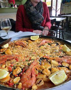 Fantastisk paella på Bar Laura i Barcelona. Paella, Barcelona, Ethnic Recipes, Food, Essen, Barcelona Spain, Meals, Yemek, Eten