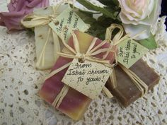 25 mini soaps ready for your bridal shower favors. All natural handmade soaps. Good for a birthday party, a bridal shower, wedding favors, baby shower, club event, etc.    Adorned with raffia and a tag with your personalized message. Country rustic look with a chic elegant twist! THESE ARE MINI SOAPS BUT I CAN DO THE SAME ARRANGEMENT ON REGULAR SIZE BARS. Just email me and Ill give you a quote. There are NO chemical, no artificial fragrances, no dyes, or preservatives.    Contain: Olive Oil…