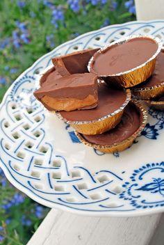 Jordnöts- och chokladbitar.