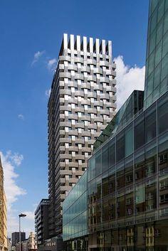 【スライドショー】ロンドンの街並みが一望できるペントハウス - WSJ.com Office Building Architecture, Facade Architecture, Building Design, Facade Pattern, Commercial Architecture, Chamber Of Commerce, Facade Design, Towers, Skyscraper