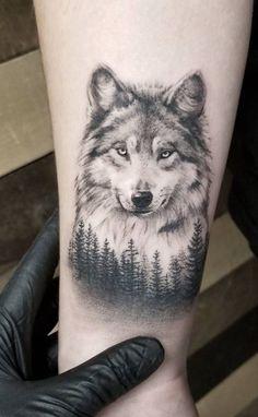 stunning wolf tattoo © Zlata Kolomoyskaya