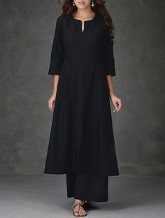 Black A Line Khadi Cotton Kurta with Tagai Work Women Kurtas Pakistani Dresses, Indian Dresses, Indian Outfits, Pakistani Fashion Casual, Indian Fashion, Kurta Designs Women, Blouse Designs, Indian Attire, Indian Wear