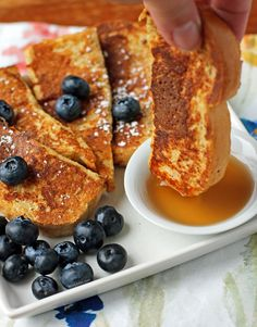 These easy, family-friendly French Toast Sticks are the perfect breakfast! So tasty and just 39 calories or 1 WW Weight Watchers SmartPoint each. Skinny Recipes, Ww Recipes, Brunch Recipes, Breakfast Recipes, Breakfast Dishes, Healthy Recipes, Weight Watchers Breakfast, Weight Watchers Meals