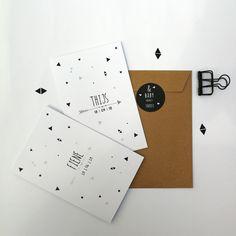 Sluitsticker neutraal voor jongen en meisje geboortekaartje baby , stoer lief zwartwit scandinavisch - pijl - zwartwit - driehoek - modern - origineel Zo Mooi geboortekaartjes
